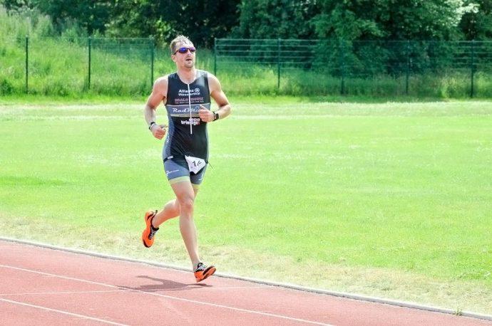 Tobias Lindstädt siegt beim Triathlon Wanzleben 2014